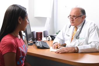 consulta medica paciente con Sindrome deFatigaCrónica